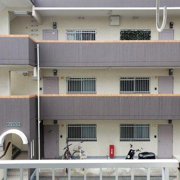 目の前はマンションだから眺望の期待はできないかな、、