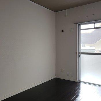 こっちはシンプルだから彼のお部屋ね。