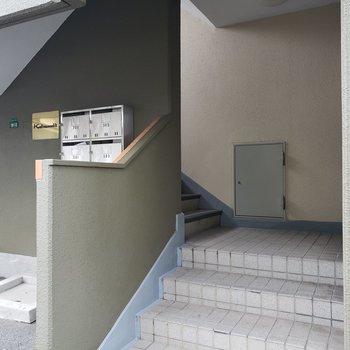 2Fまで階段であがります