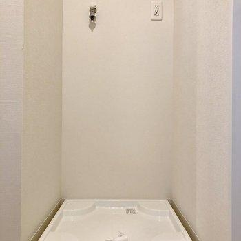 その横には洗濯機置き場です