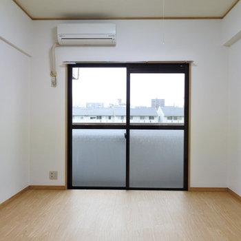 居室は少しコンパクト。少ない家具でスッキリ暮らそう。(※写真は2階の反転間取り別部屋のものです)