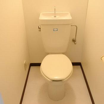 トイレはべつなのが嬉しい。(※写真は2階の反転間取り別部屋のものです)
