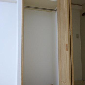 収納は小さめなので、お部屋の中にラックを作ろうかな。(※写真は2階の反転間取り別部屋のものです)