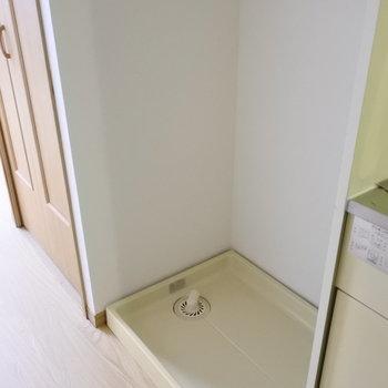 洗濯機はしっかり室内におけます。(※写真は2階の反転間取り別部屋のものです)