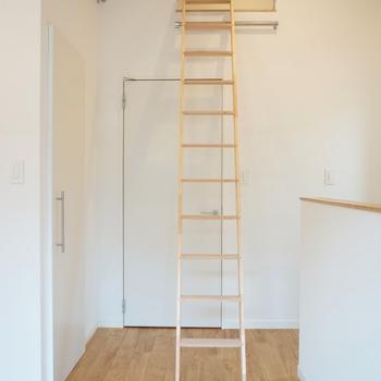 スチャッとかければロフトへの階段!※写真は前回募集時のもの