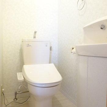 トイレに蛇口付き!(※写真は2階の同間取り別部屋のものです)
