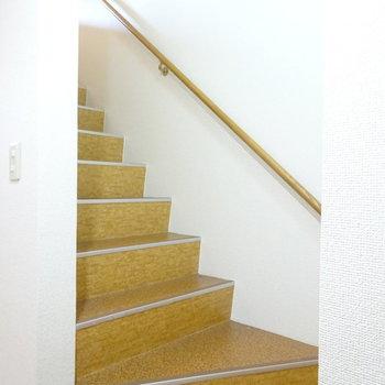 階段はしっかりしたタイプ(※写真は2階の同間取り別部屋のものです)