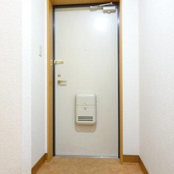 玄関スペース(※写真は2階の同間取り別部屋のものです)
