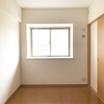 隣の洋室は引き戸で仕切って個室として使っても○(※写真は清掃前、2階の反転間取り別部屋のものです)