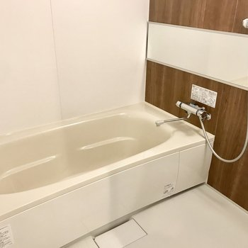 お風呂はゆったりした浴槽で、ゆっくりバスタイム♪