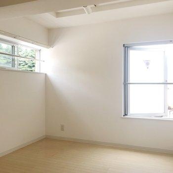 【Bedroom】小さめですが採光はしっかり