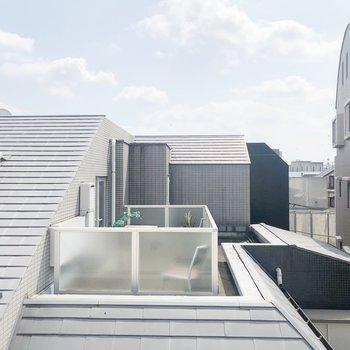 【3F】2つ目洋室からの眺望、空が綺麗にみえますね