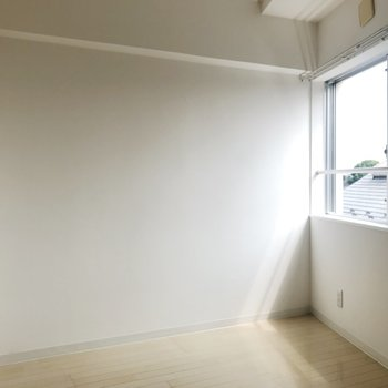【3F】ベッドはこっち側の壁におこうかな
