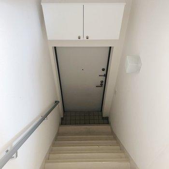 2階までも階段です、手すりがあるのがうれしい