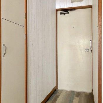 玄関もオシャレな床に※写真はクリーニング前のものです
