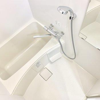 お風呂は居心地良さそう〜。乾燥機もついています。
