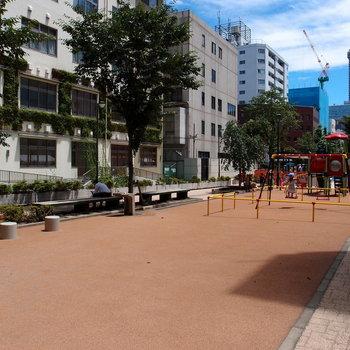 近くにあった久松児童公園。 ここで小休憩したいな