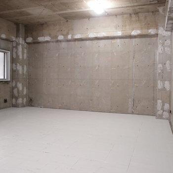 こっちの空間は木の家具なんか置いて、安心できるスペースにしてもいいかも