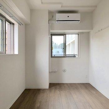 【洋室】約6.4帖ある2面採光の洋室がありました※写真は5階の同間取り別部屋のものです