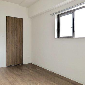 【洋室】収納もあります※写真は5階の同間取り別部屋のものです