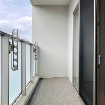 広々としたバルコニーです※写真は5階の同間取り別部屋のものです