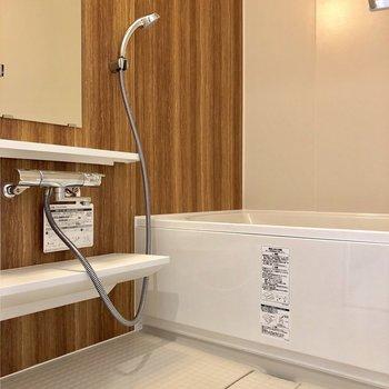 温かみのあるお風呂です※写真は5階の同間取り別部屋のものです