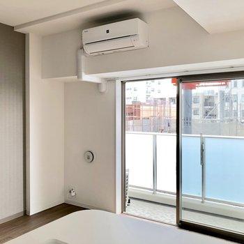 【LDK】キッチンに立つと視界はこんな感じです※写真は5階の同間取り別部屋のものです
