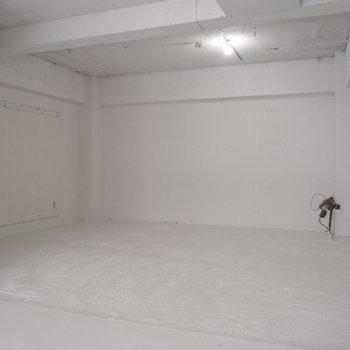 奥まったところには家具なんか置いて、落ち着きの空間に