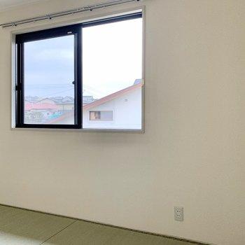 小窓付き◎和室にはテレビを置けません。