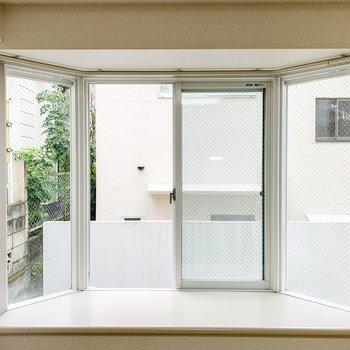 【LDK】お部屋の窓から見えるのはご近所さんでした。
