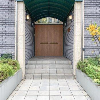 建物入口。外国のお家のようでとっても素敵だなあ......。