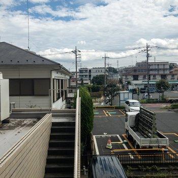 LDKのベランダからの眺望は奥が開けています。