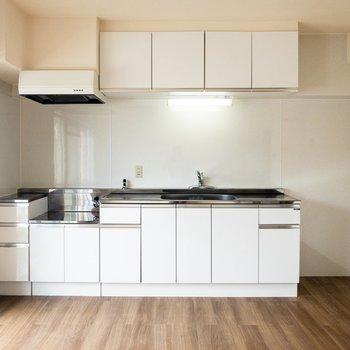 【LDK】キッチンが大きいですね。