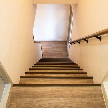 階段を上って上階へ。