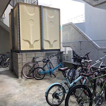 駐輪場は建物裏に!