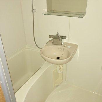 浴室乾燥機付きのお風呂!(※フラッシュ撮影のものです)