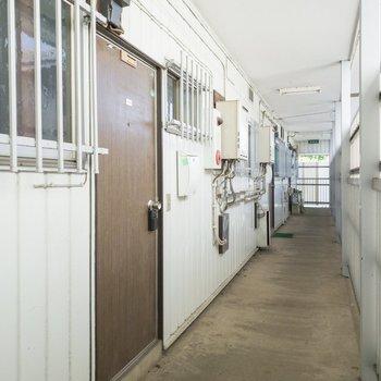 お部屋の前です。ブラウンの扉が素敵ですね◎