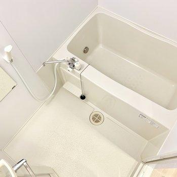 お風呂はゆったり。追い焚き付きです。