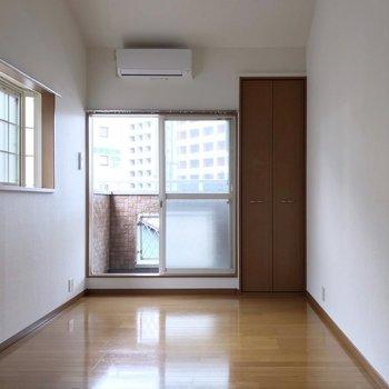 角部屋なので2面採光!出窓には何を飾ろうかな。