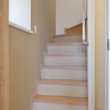 階段、降りてきまして。