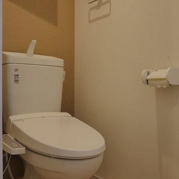 【上階】トイレはサニタリーから個室。