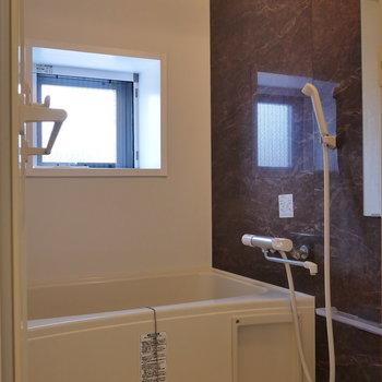 【上階】浴室乾燥機能付。