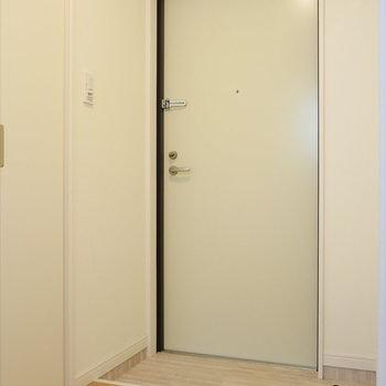 【下階】玄関スペースもゆったり。