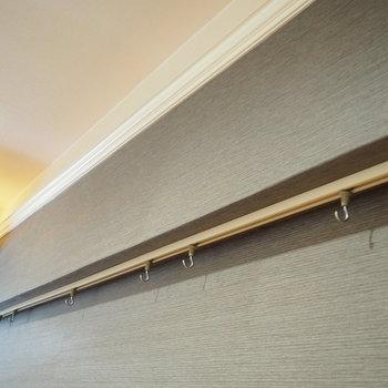 壁にはフックが付いています。ドライフラワーを吊るすと素敵になりそう!