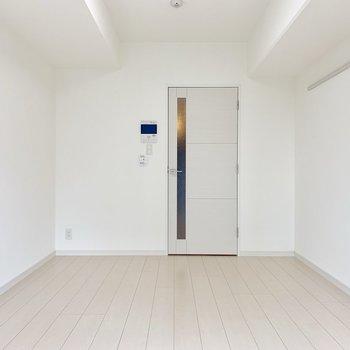 お部屋が真っ白。 ※写真は5階の同間取り別部屋のものです