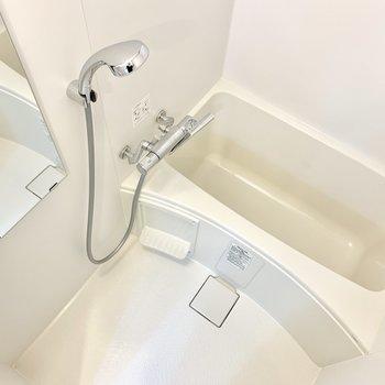 お風呂は居心地が良さそう。乾燥機付きです。※写真は5階の同間取り別部屋のものです