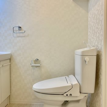 トイレは脱衣所に。 ※写真は5階の同間取り別部屋のものです