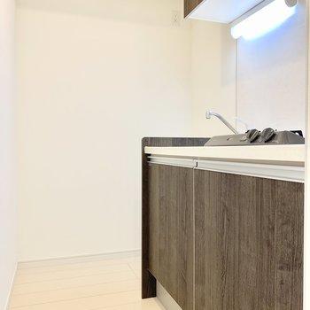 キッチンスペースはゆったり。 ※写真は5階の同間取り別部屋のものです