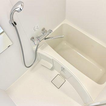 お風呂は居心地良さそう。乾燥機付きです。※写真は5階の同間取り別部屋のものです
