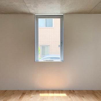 【ディテール】リビングの 窓辺の美しさ。いい光だ。